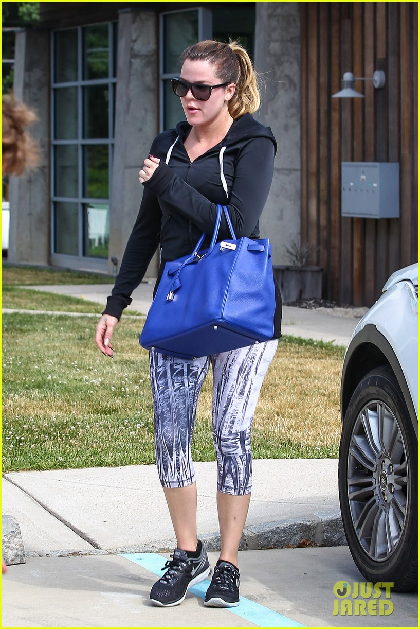 kim khloe kourtney kardashian get in a morning workout 053147644