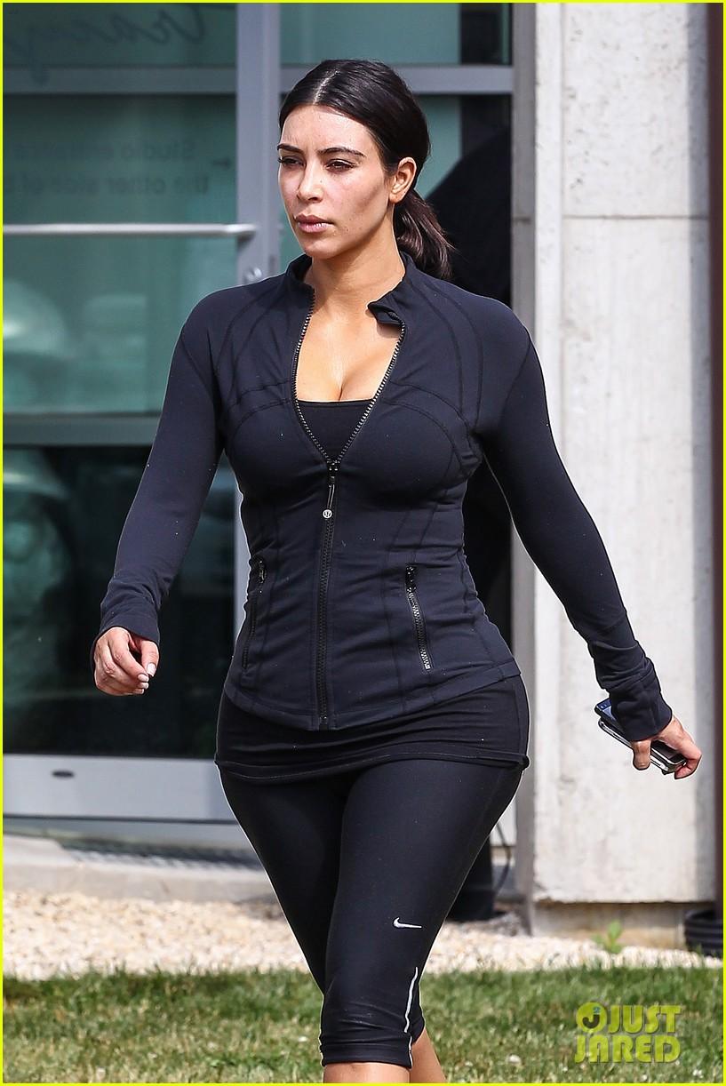 kim khloe kourtney kardashian get in a morning workout 073147646