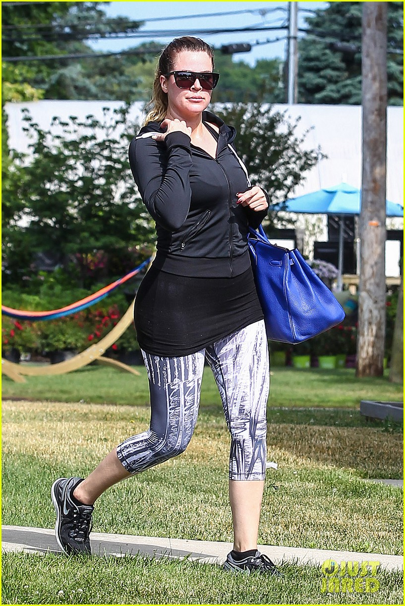 kim khloe kourtney kardashian get in a morning workout 183147657