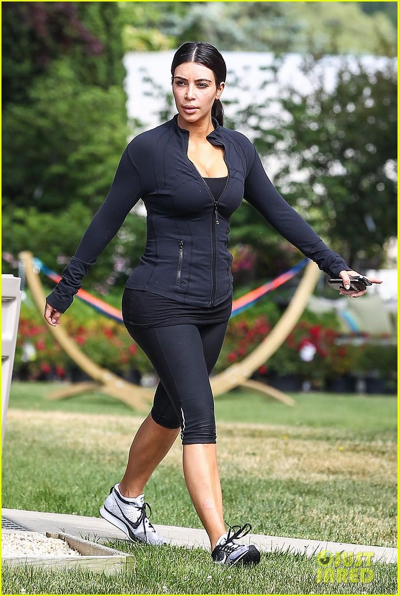 kim khloe kourtney kardashian get in a morning workout 24