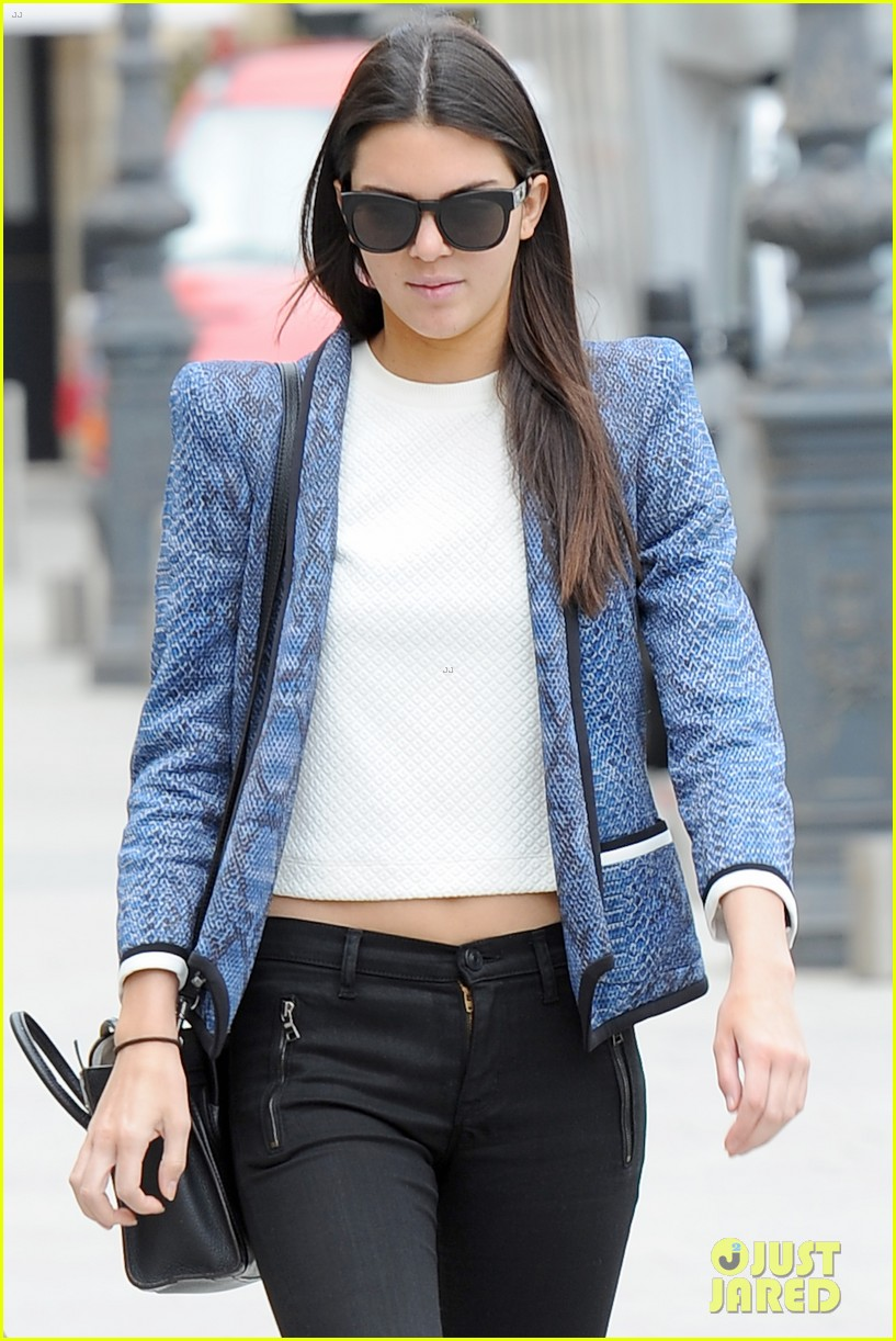 kendall jenner jets paris after hamptons getaway 023150872