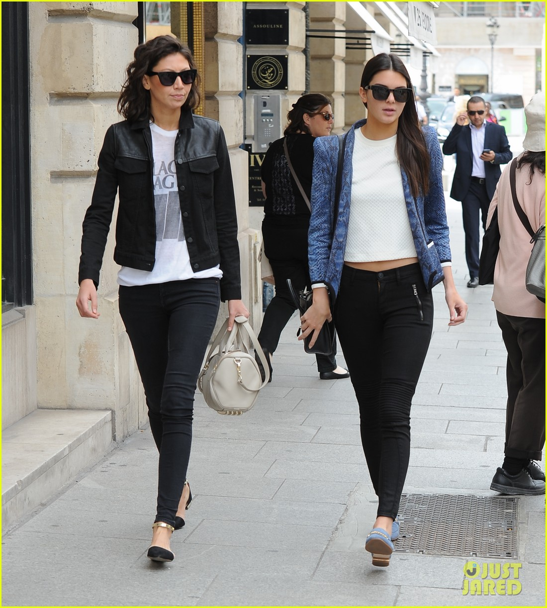 kendall jenner jets paris after hamptons getaway 073150877