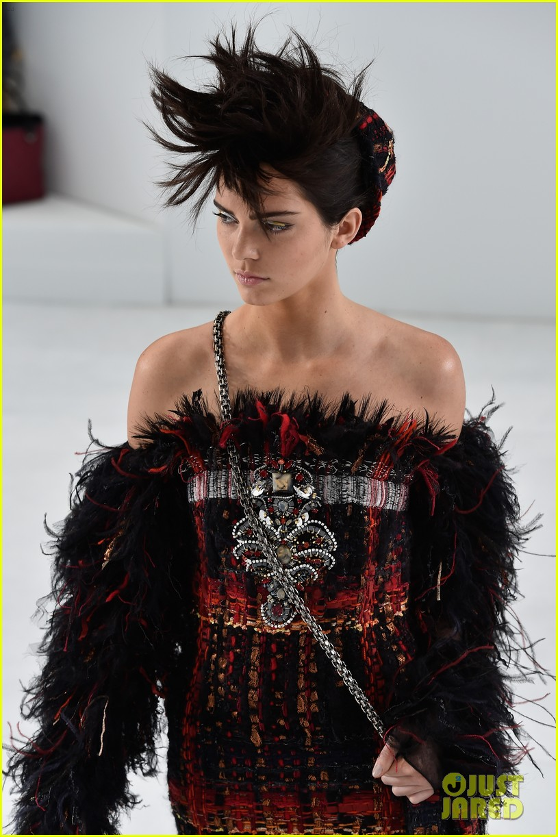 kendall jenner looks unrecognizable in punk rock for chanel haute couture 033151633