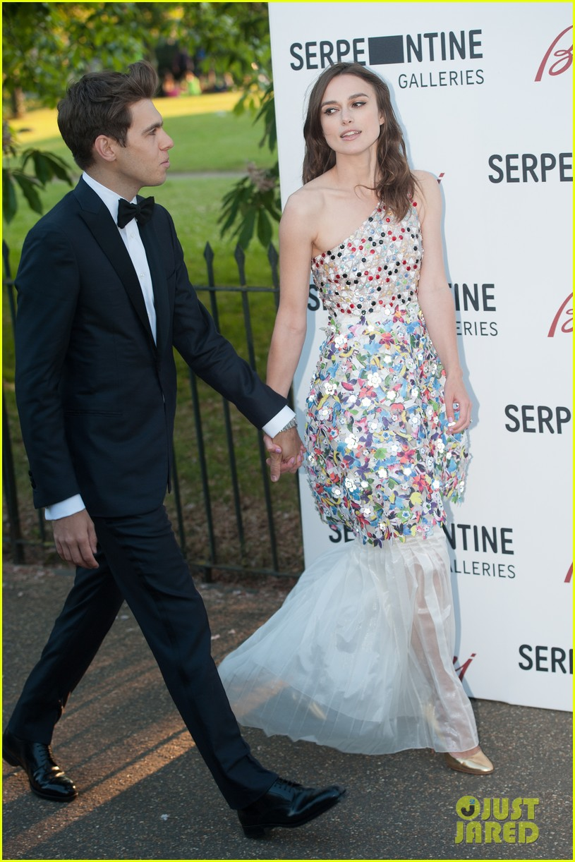 keira knightley james righton share adorable moment at serpentine gallery party 01