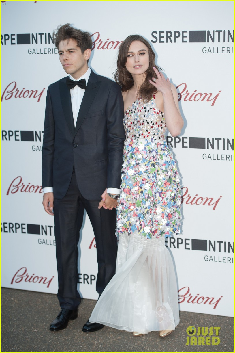 keira knightley james righton share adorable moment at serpentine gallery party 06