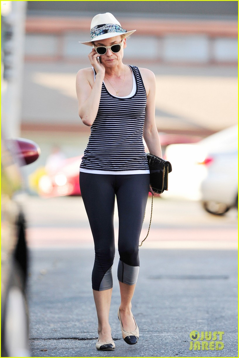 diane kruger keeps the suns rays out of her face with a cute hat 013147618
