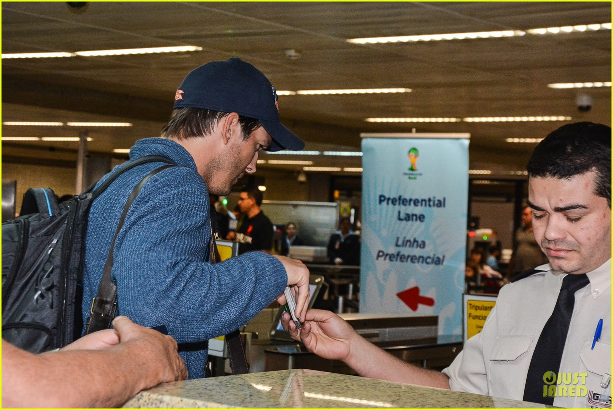 ashton kutcher gets ready for fifa world cup finals 083151236