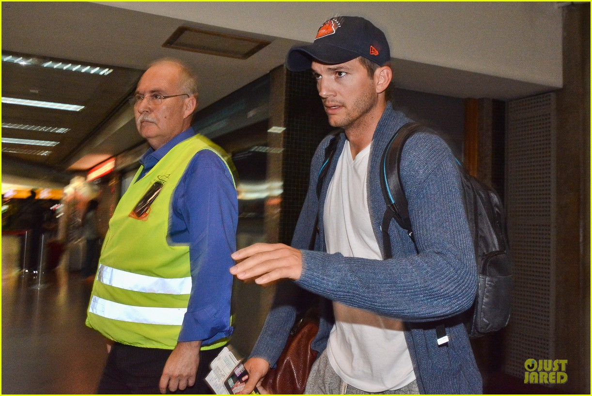 ashton kutcher gets ready for fifa world cup finals 093151237
