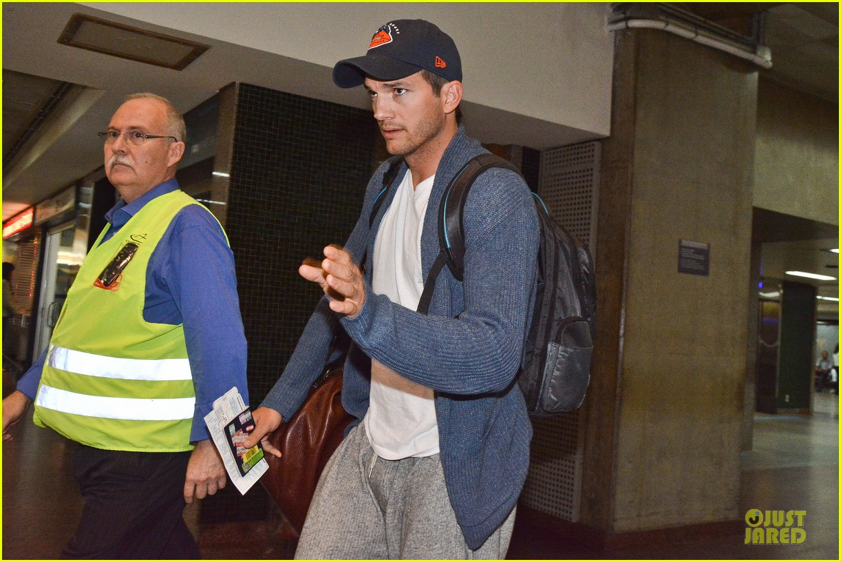 ashton kutcher gets ready for fifa world cup finals 143151242