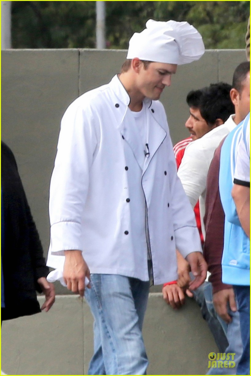 ashton kutcher handsome chef in brazil 02