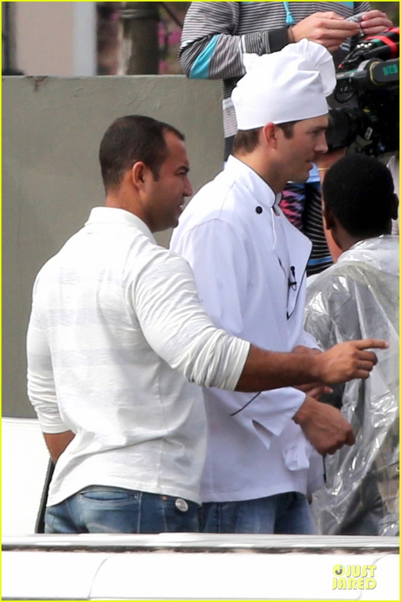 ashton kutcher handsome chef in brazil 11