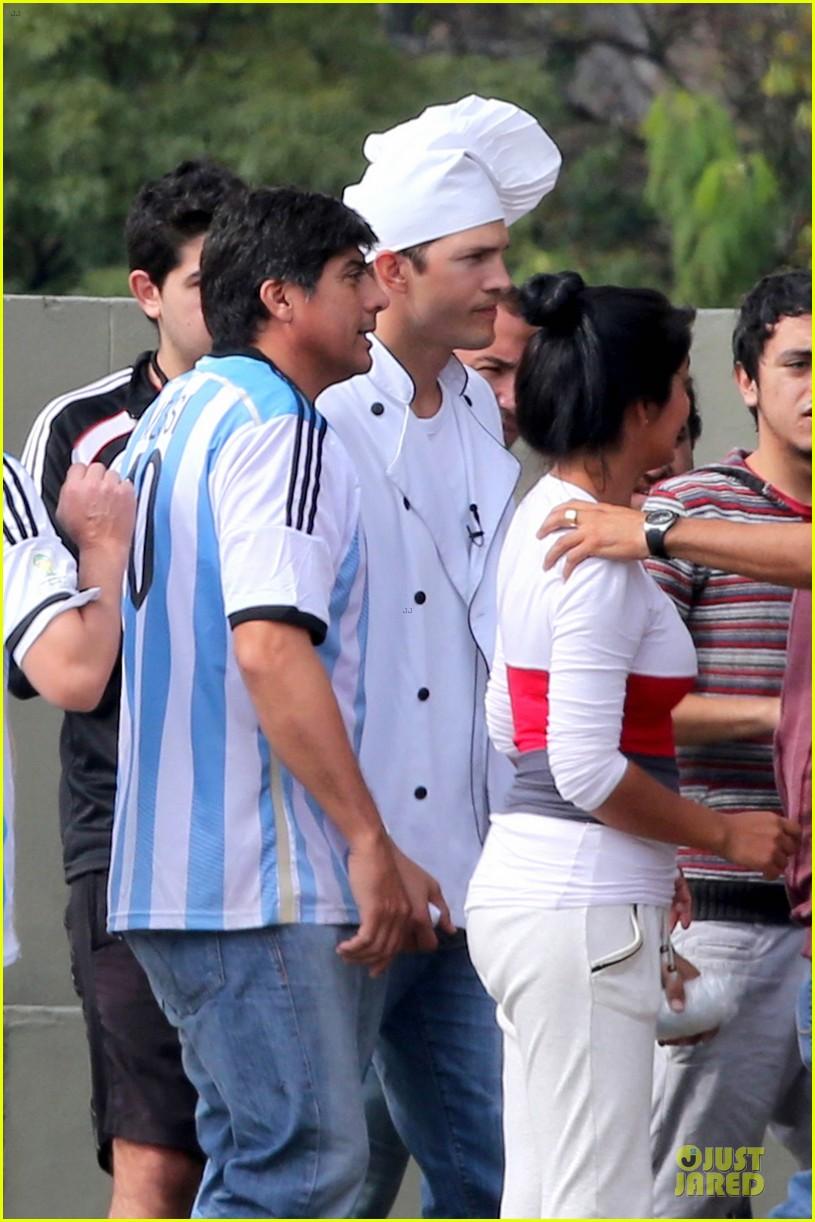 ashton kutcher handsome chef in brazil 123153853