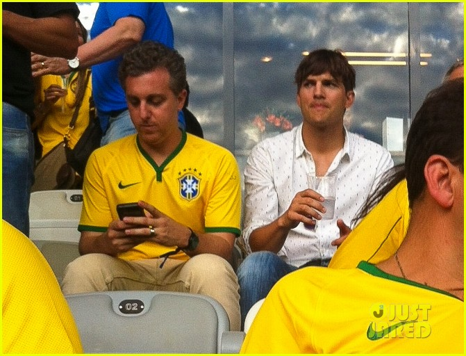 ashton kutcher happy to be world cup semifinals 163151832