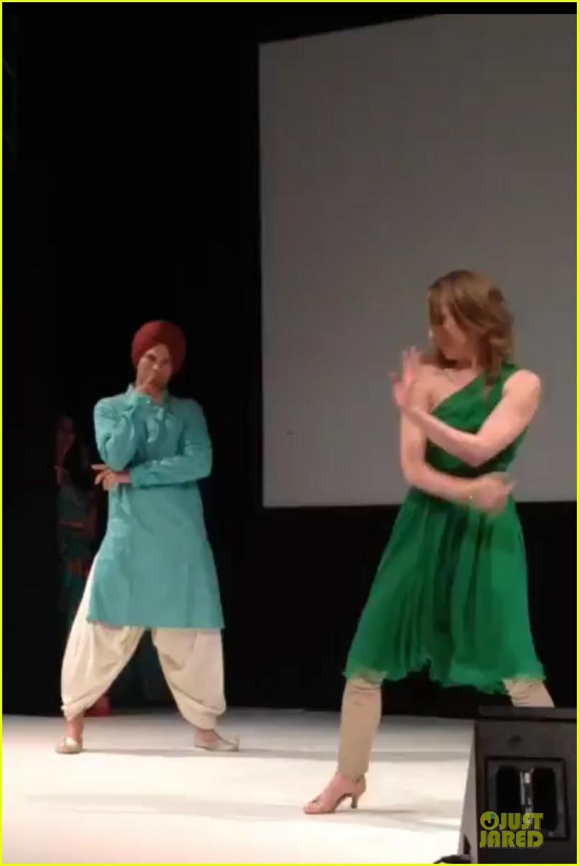 ashton kutcher dons turban at indian wedding 033150246
