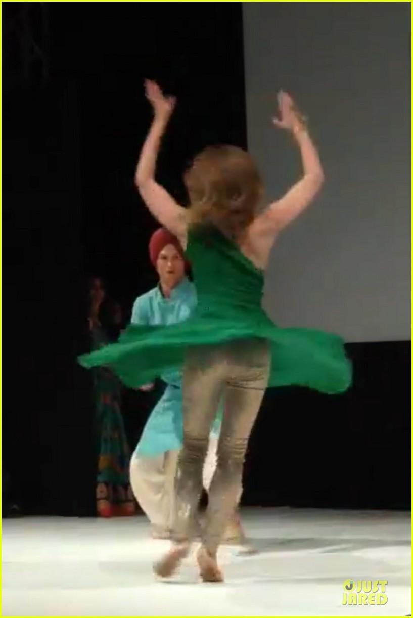 ashton kutcher dons turban at indian wedding 063150249