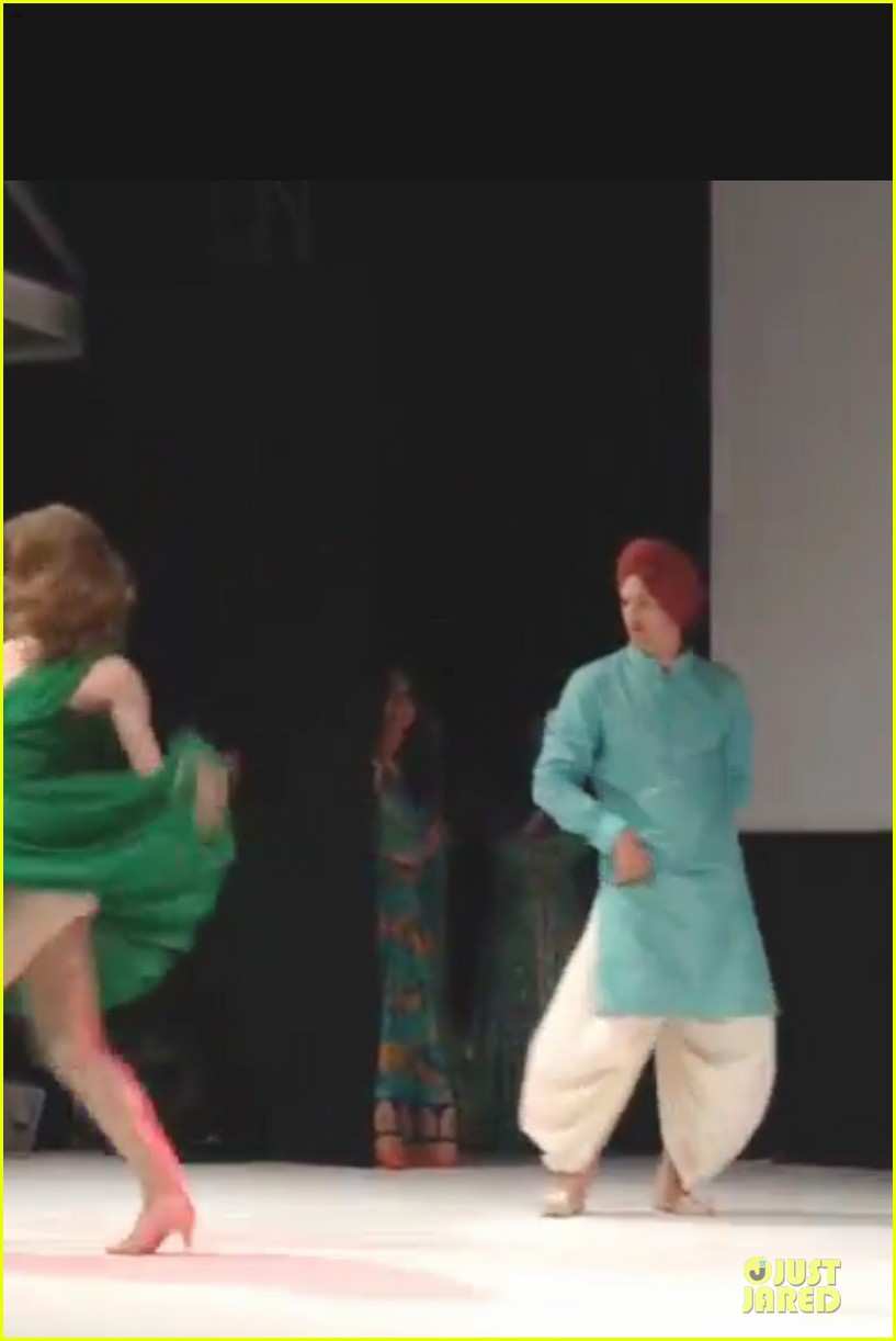 ashton kutcher dons turban at indian wedding 073150250