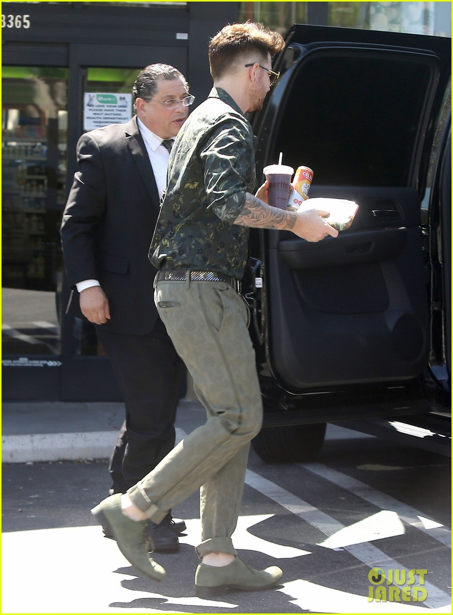 adam lambert grabs a health lunch before queen concert 03