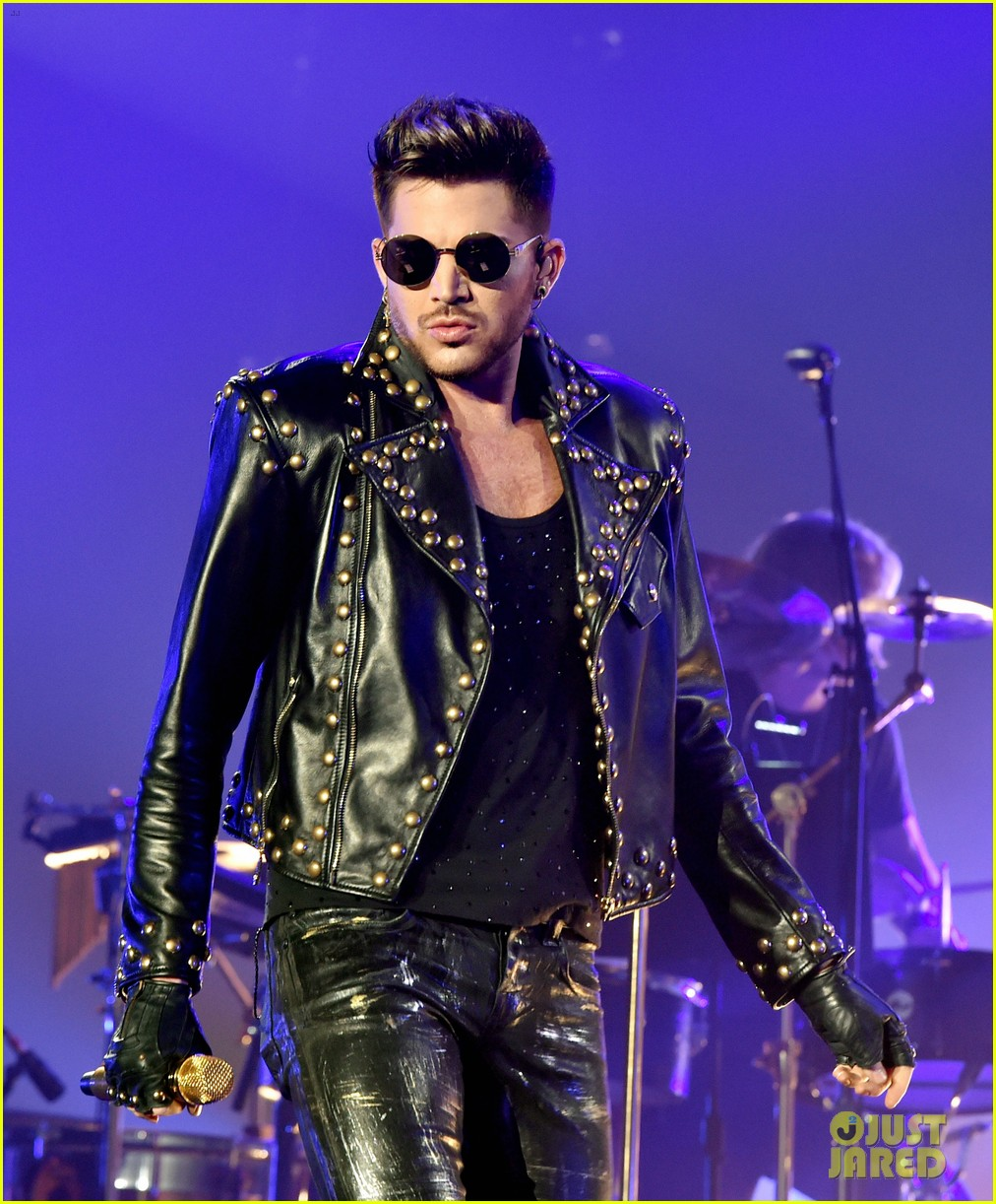 adam lambert grabs a health lunch before queen concert 103149431