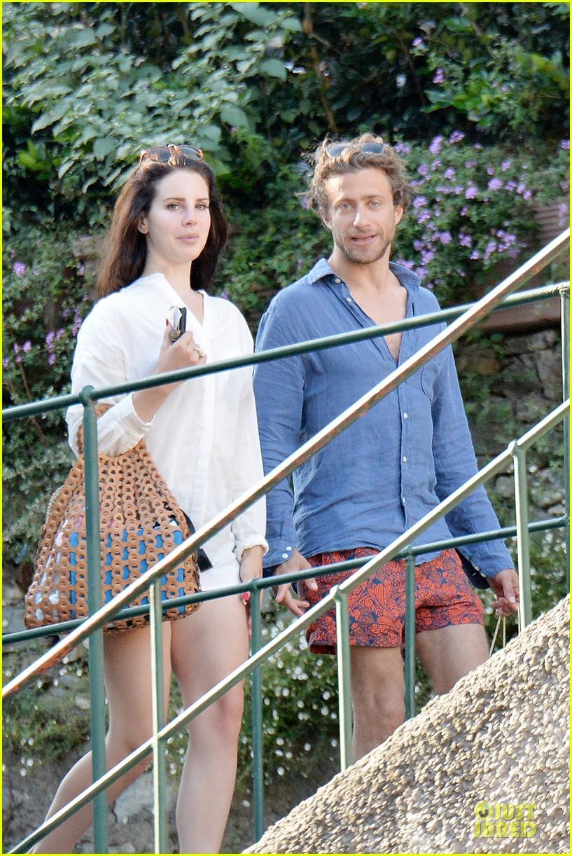 lana del rey steps out with new boyfriend francesco carrozzini 033148173