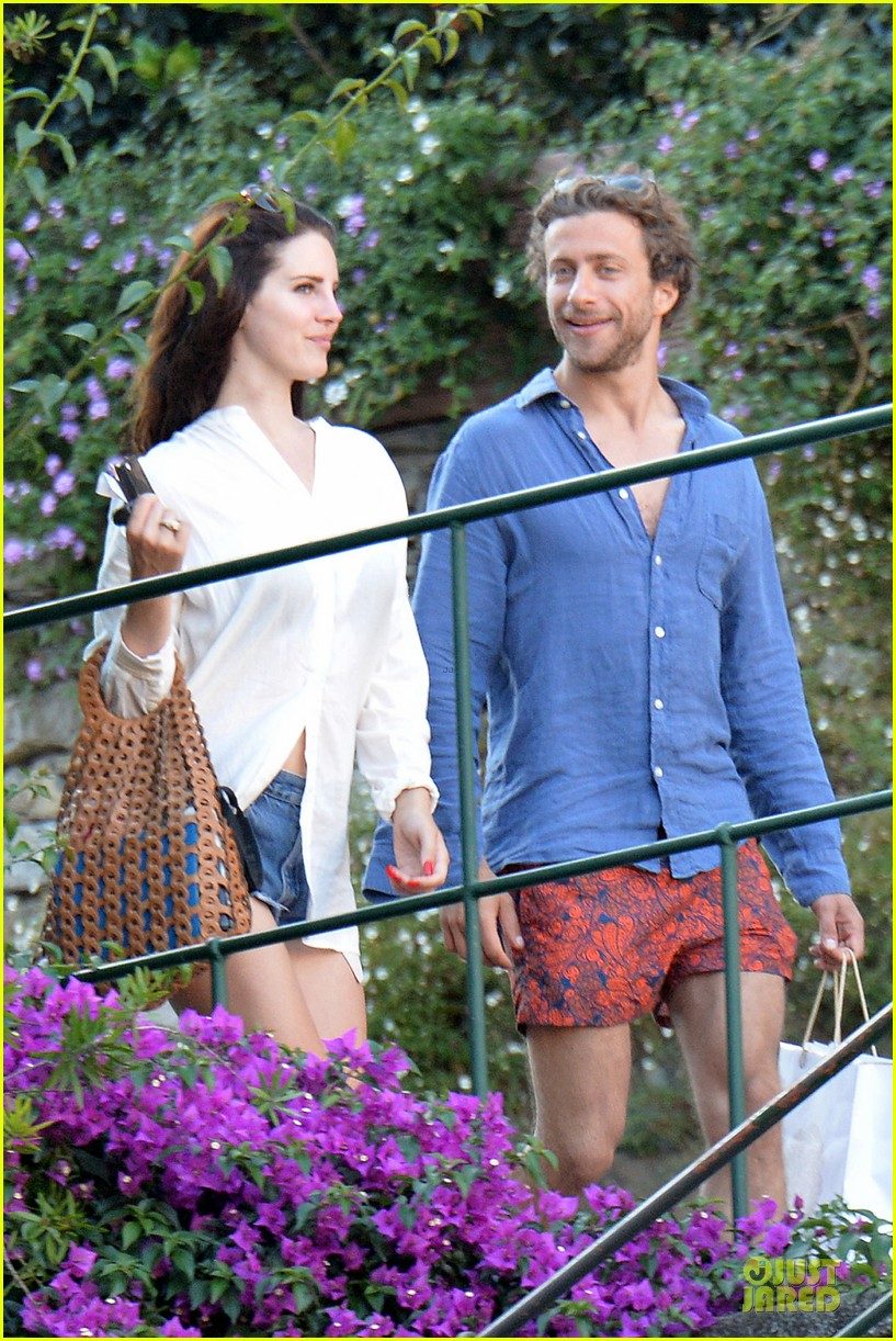 lana del rey steps out with new boyfriend francesco carrozzini 063148176