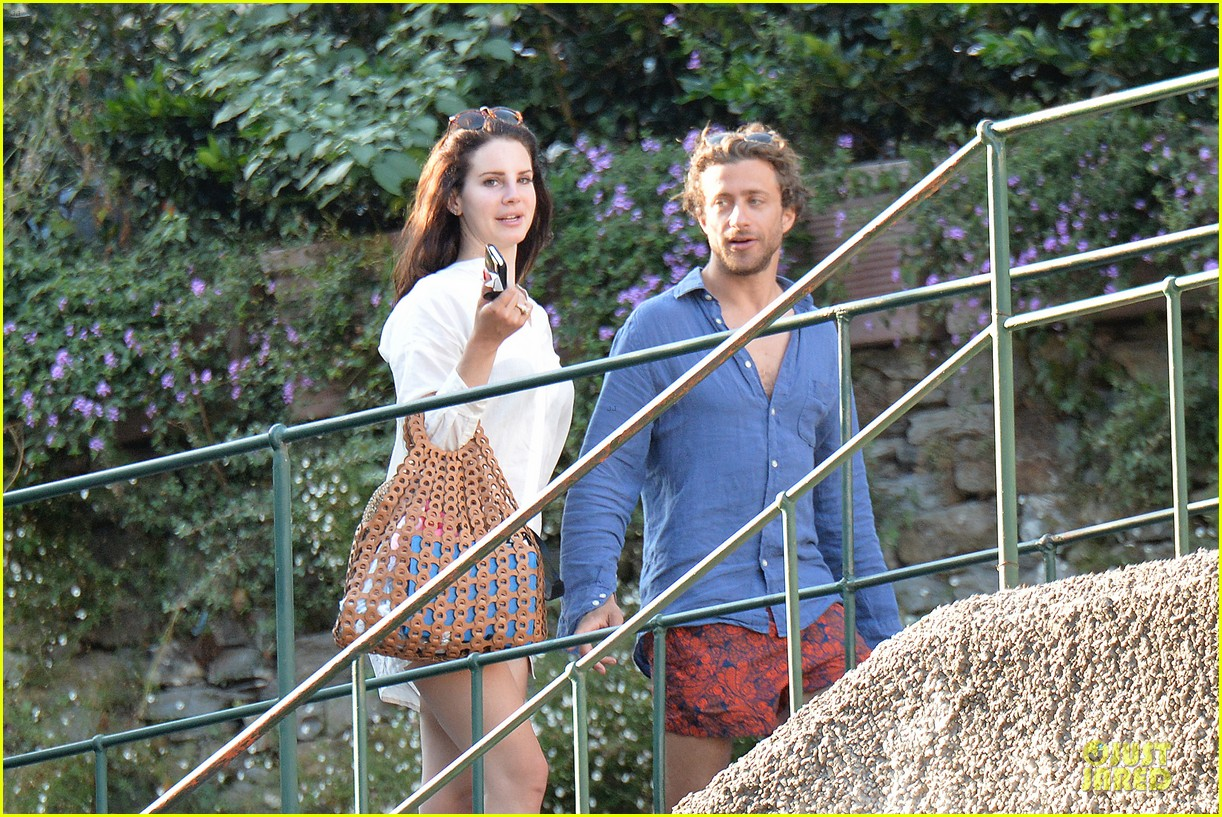 lana del rey steps out with new boyfriend francesco carrozzini 073148177