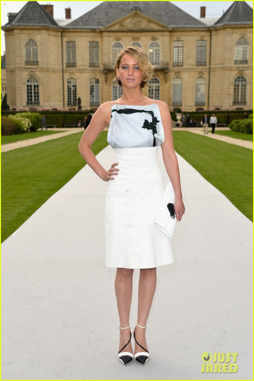 jennifer lawrence emma watson christian dior fashion show 093151018