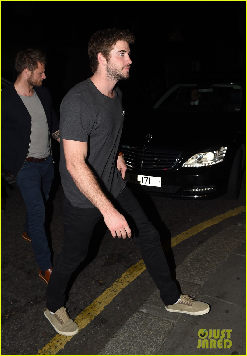 liam hemsworth by way of helena casting woody harrelson 013148269