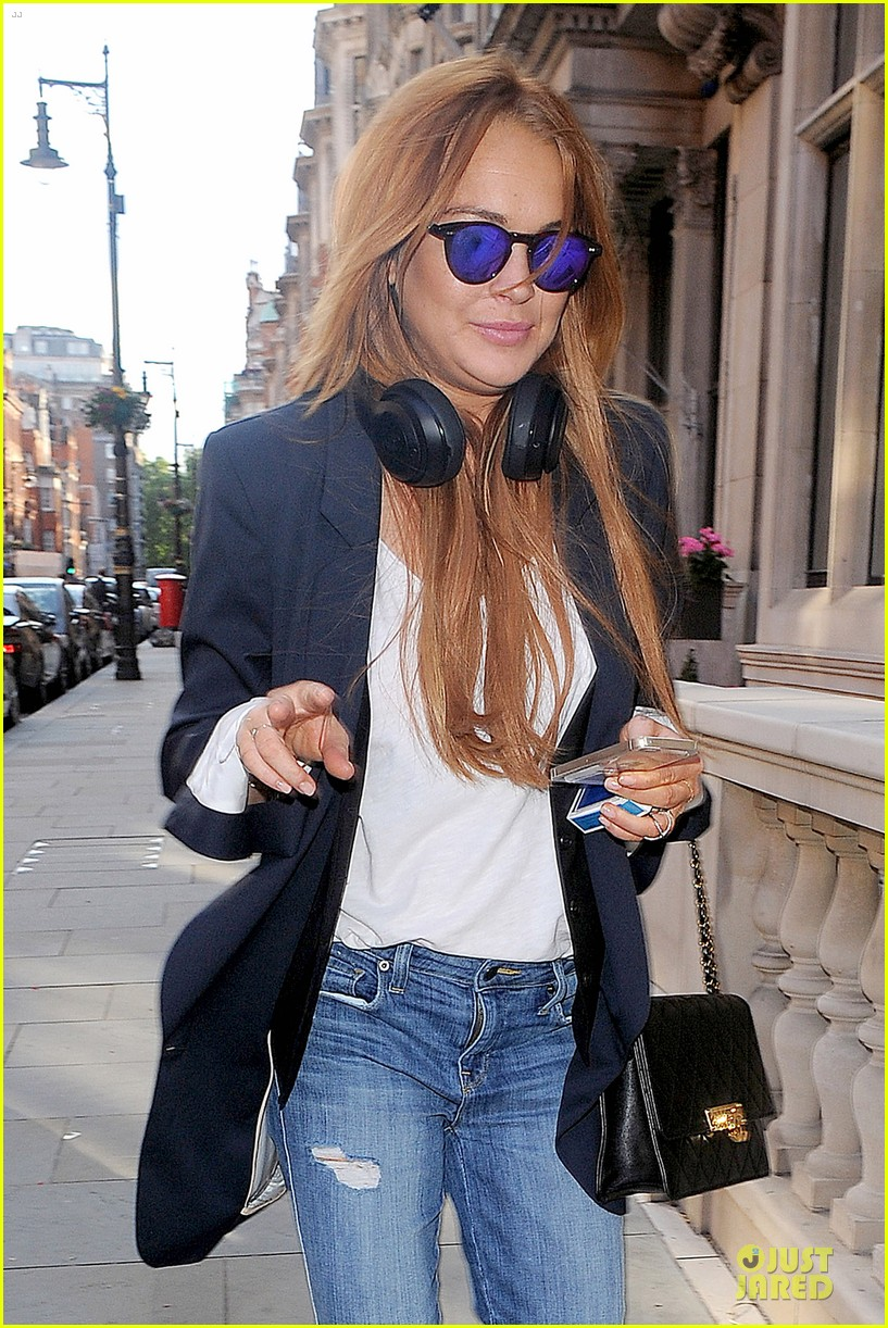 lindsay lohan comes back to london after week in nyc 02
