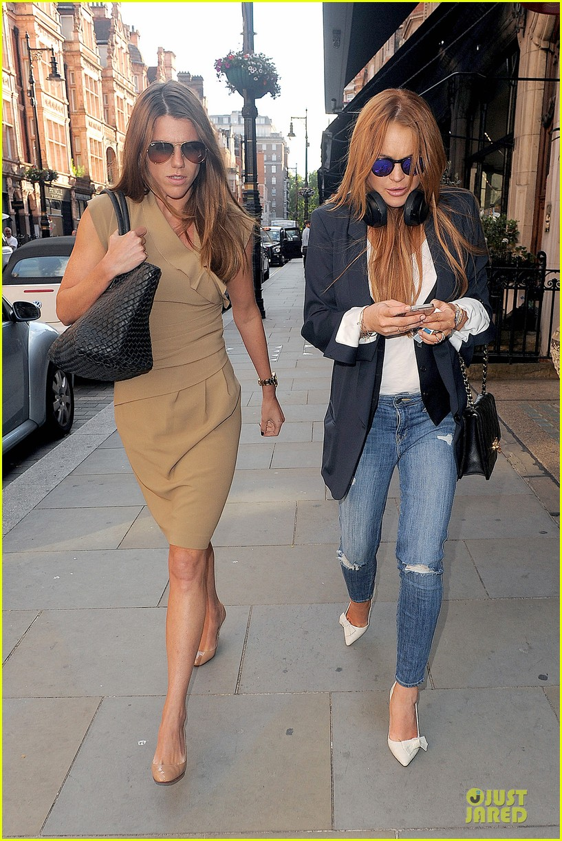 lindsay lohan comes back to london after week in nyc 033152761