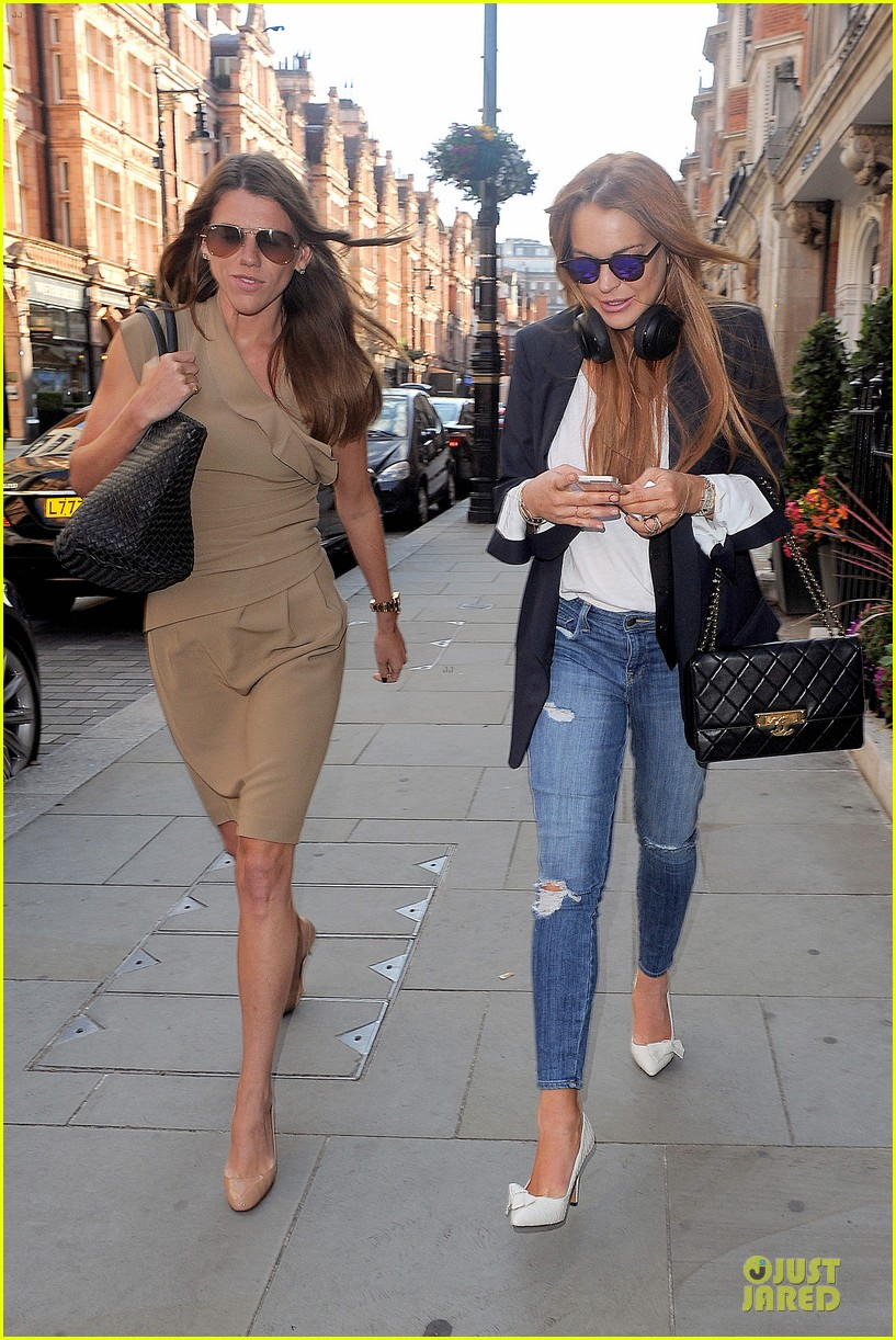 lindsay lohan comes back to london after week in nyc 053152763