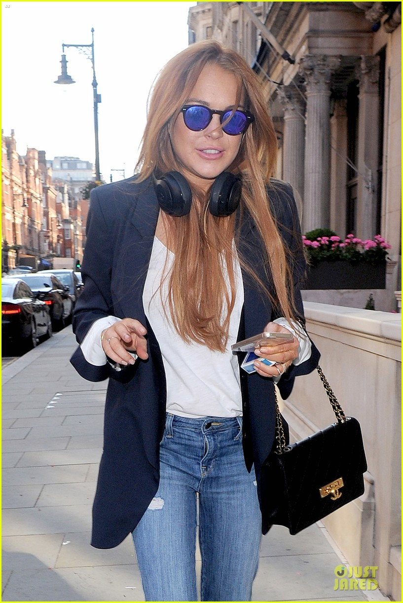 lindsay lohan comes back to london after week in nyc 083152766