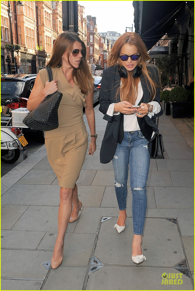 lindsay lohan comes back to london after week in nyc 113152769