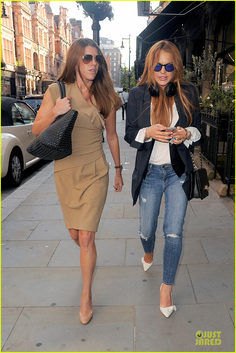 lindsay lohan comes back to london after week in nyc 123152770