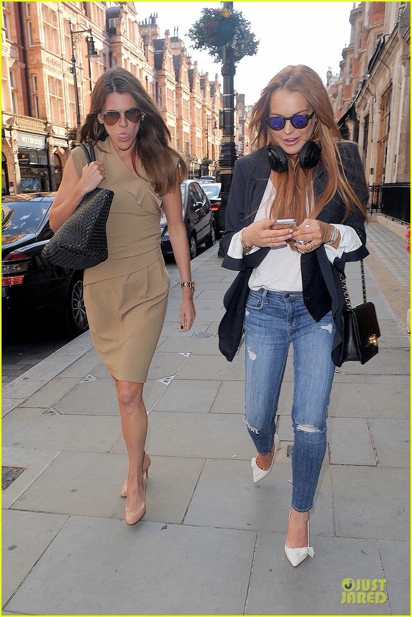 lindsay lohan comes back to london after week in nyc 163152774