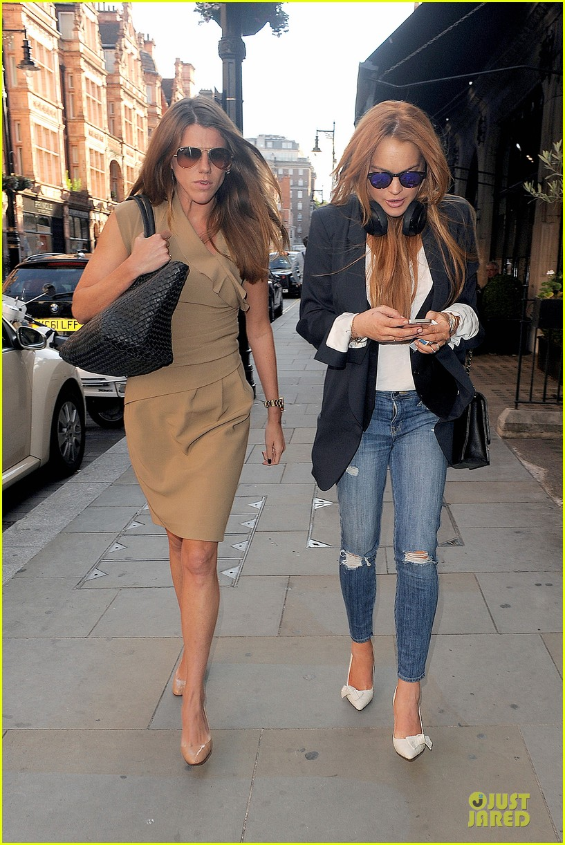 lindsay lohan comes back to london after week in nyc 193152777