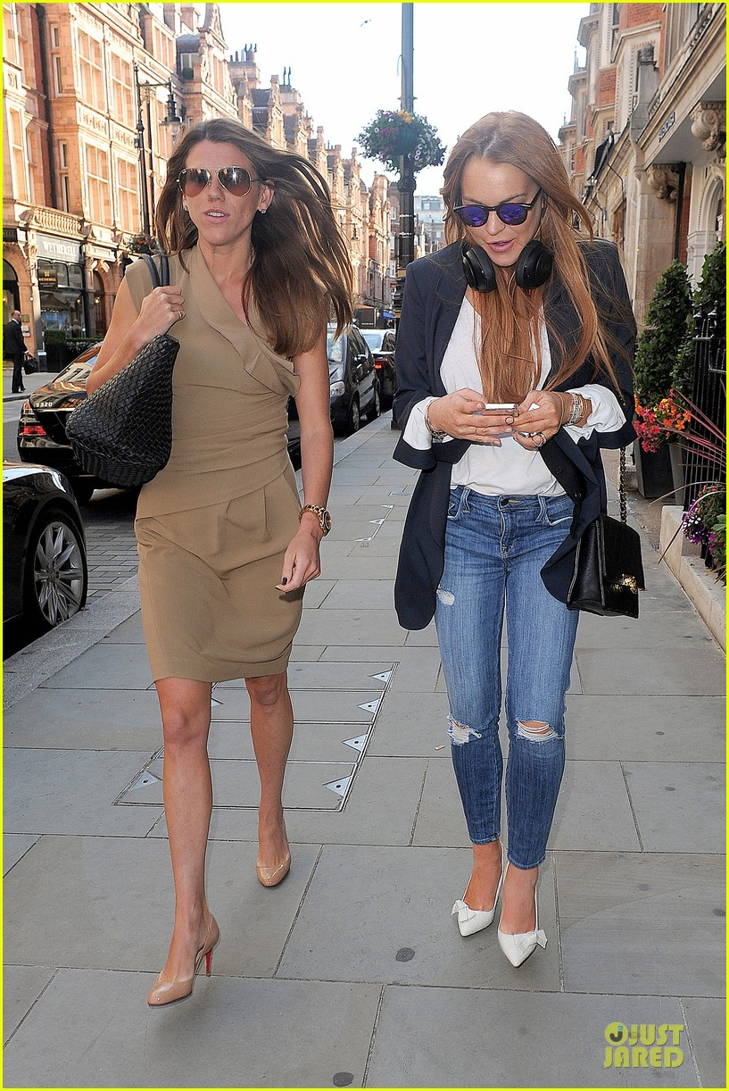 lindsay lohan comes back to london after week in nyc 233152781