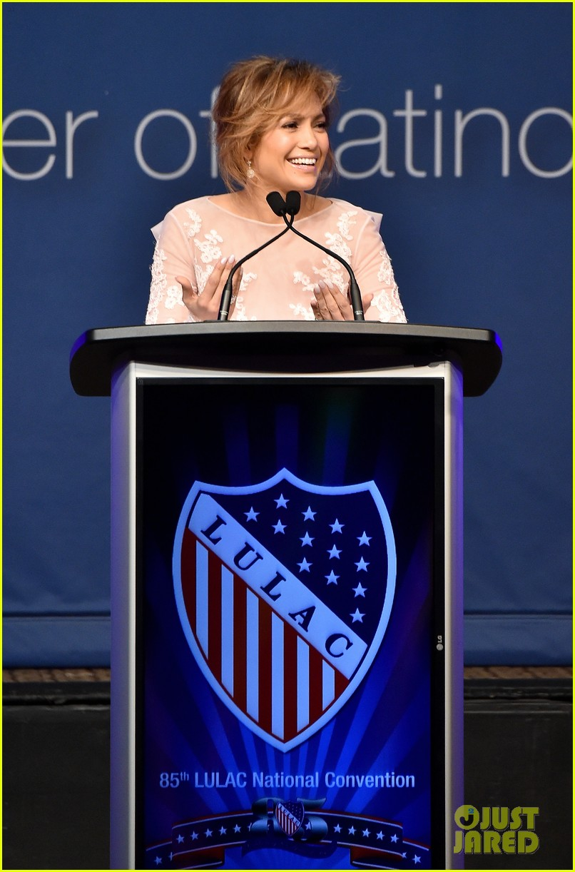 jennifer lopez michelle obama snap a selfie at lulac luncheon 013153117