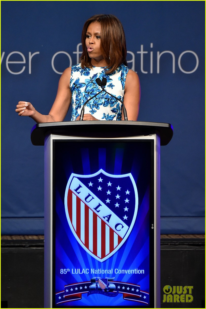 jennifer lopez michelle obama snap a selfie at lulac luncheon 04