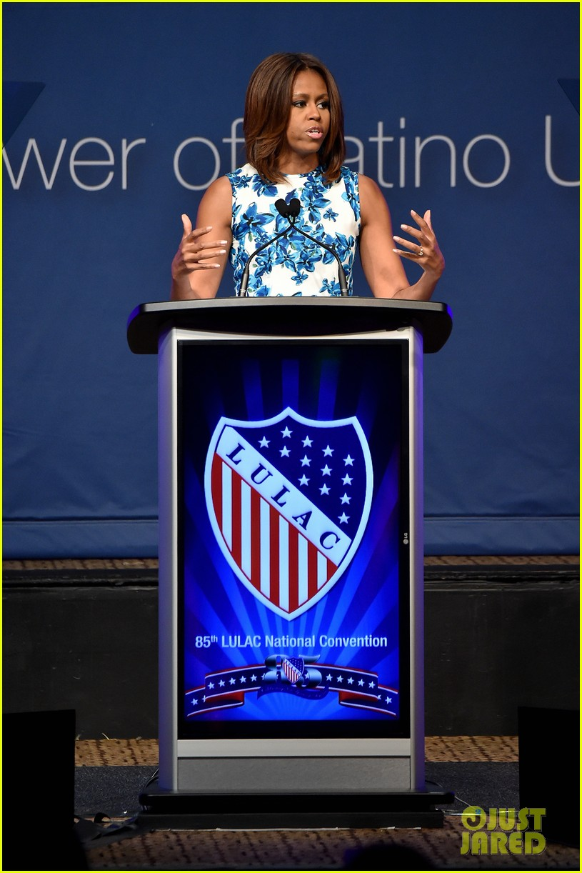 jennifer lopez michelle obama snap a selfie at lulac luncheon 11
