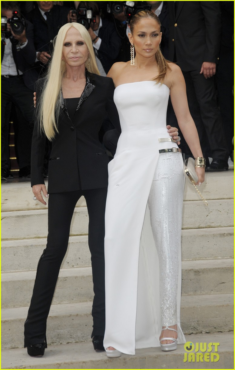 jennifer lopez versace fashion show paris 033150522