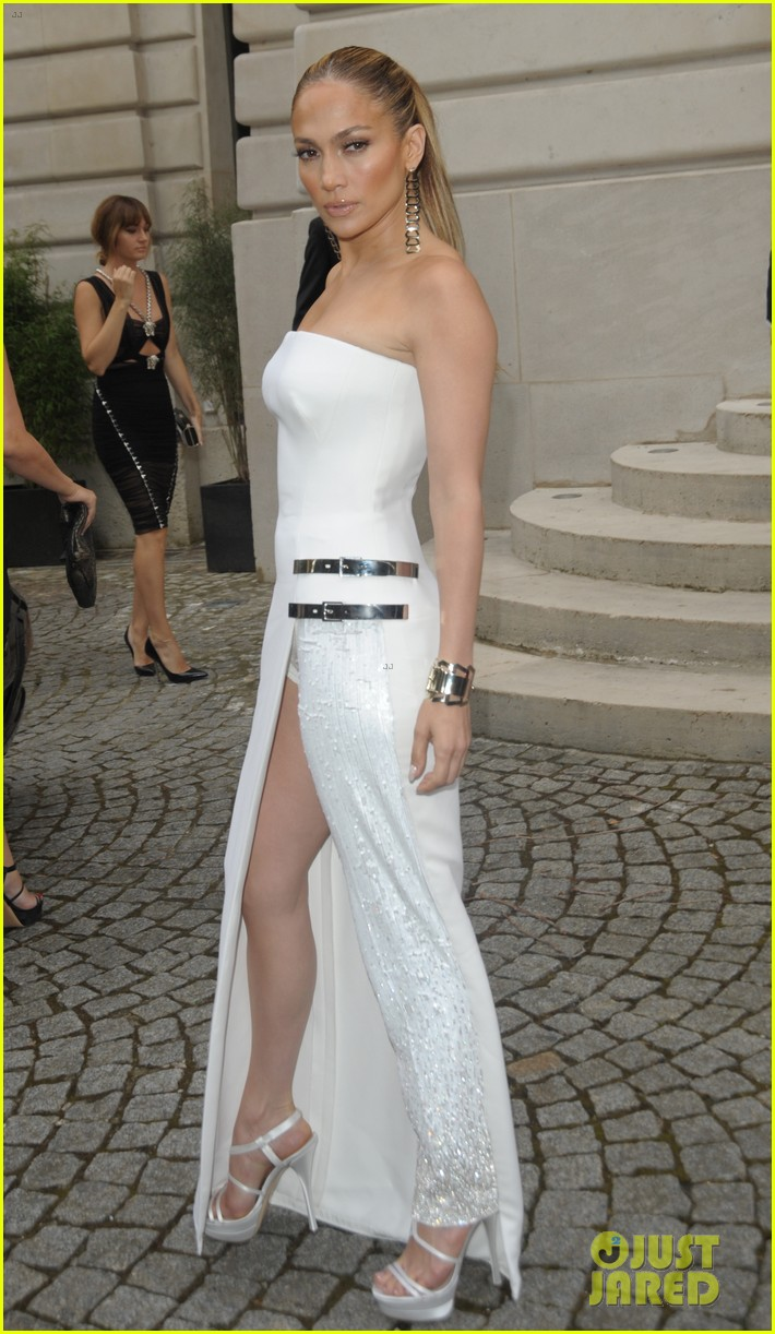 jennifer lopez versace fashion show paris 053150524