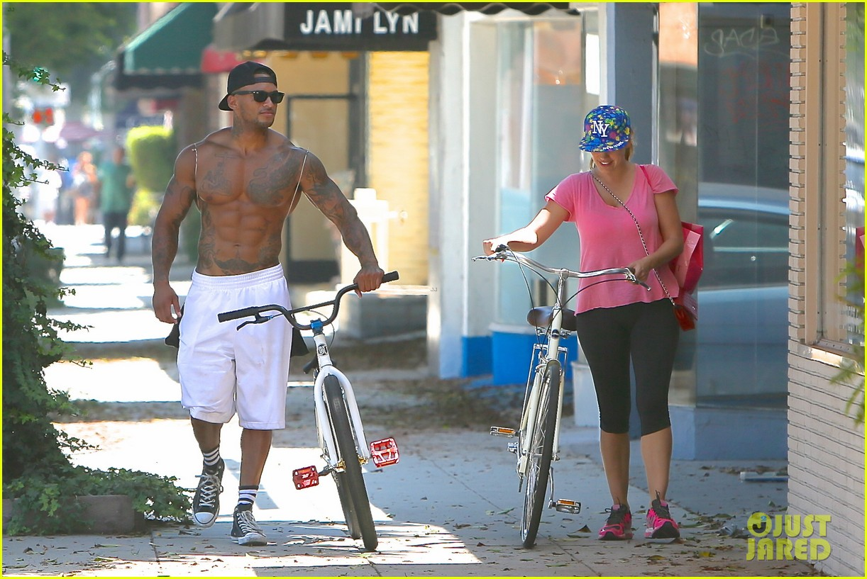 kelly brook fiance david mcintosh should always go shirtless 223149316