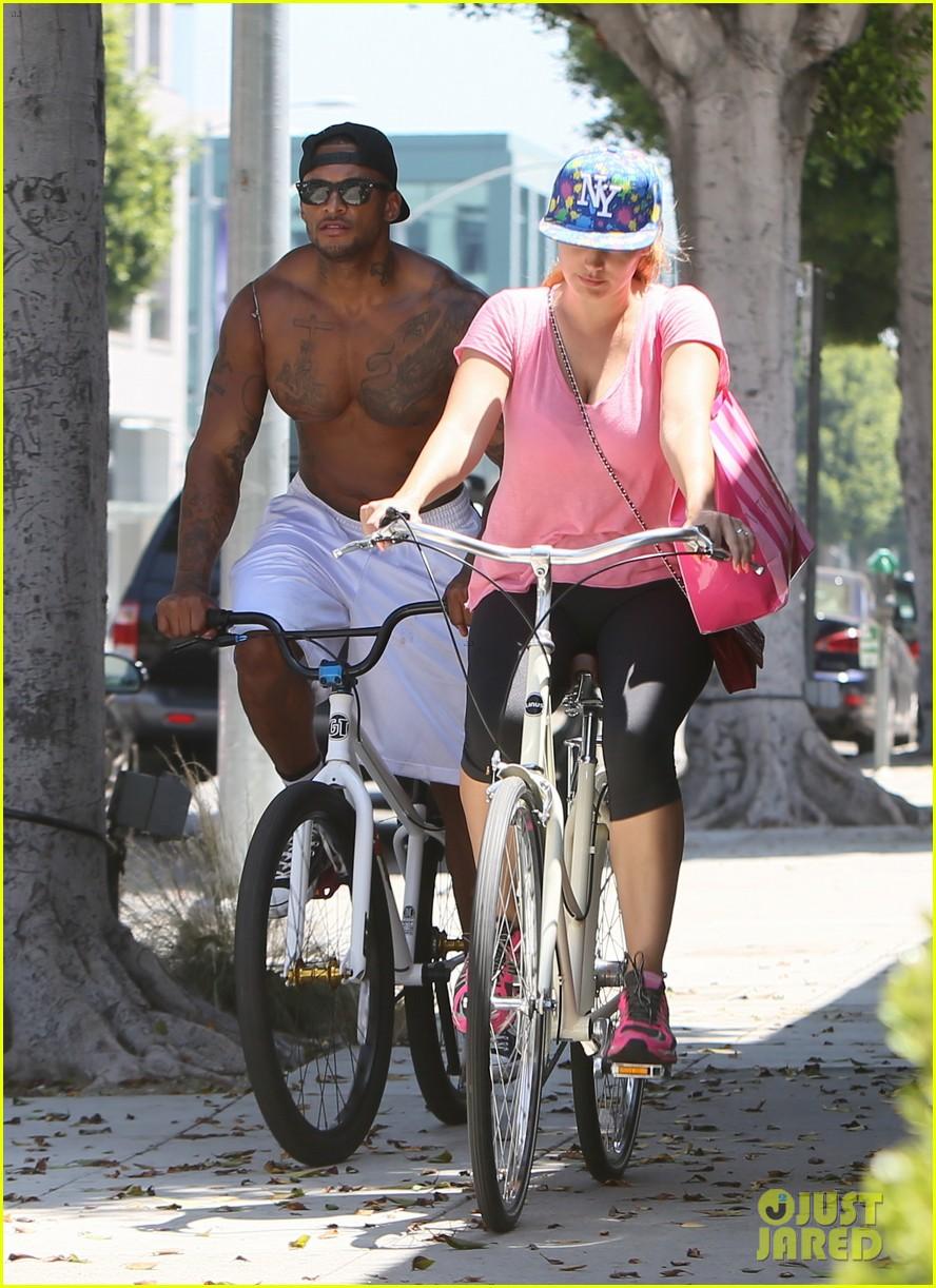 kelly brook fiance david mcintosh should always go shirtless 253149319