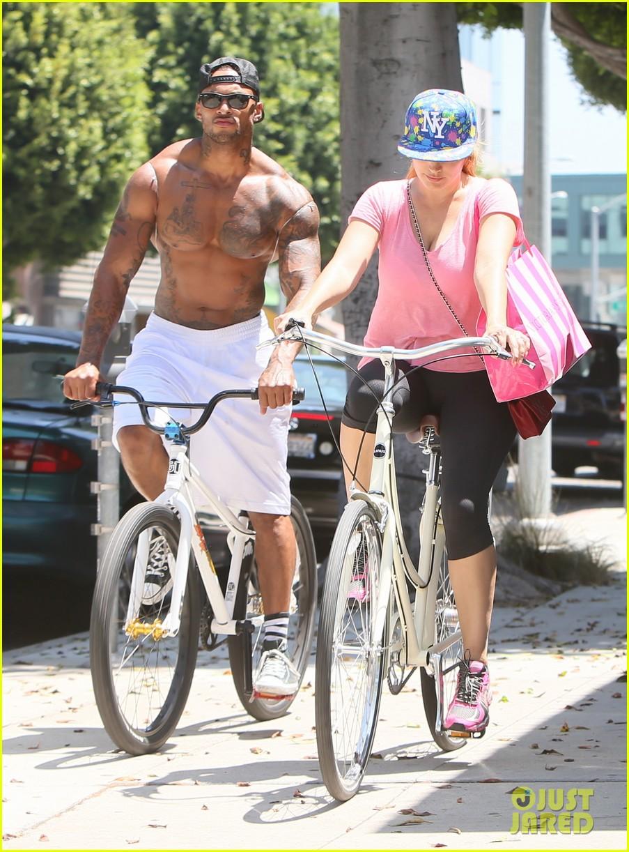 kelly brook fiance david mcintosh should always go shirtless 263149320