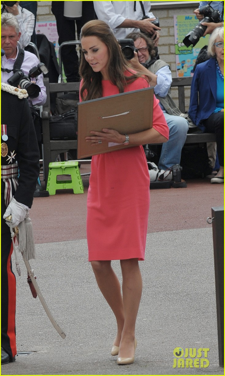 kate middleton is bright in pink for blessed sacrament school visit 033147506