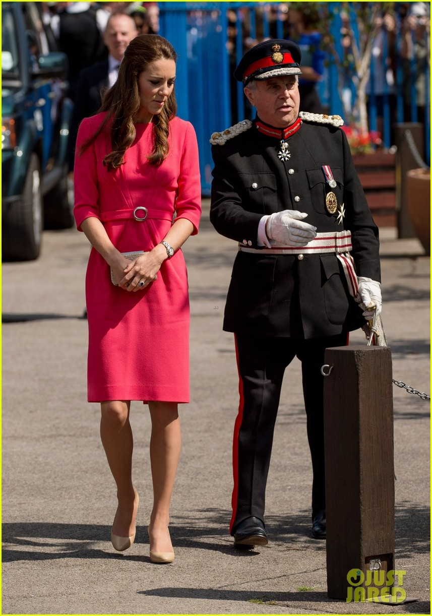 kate middleton is bright in pink for blessed sacrament school visit 043147507