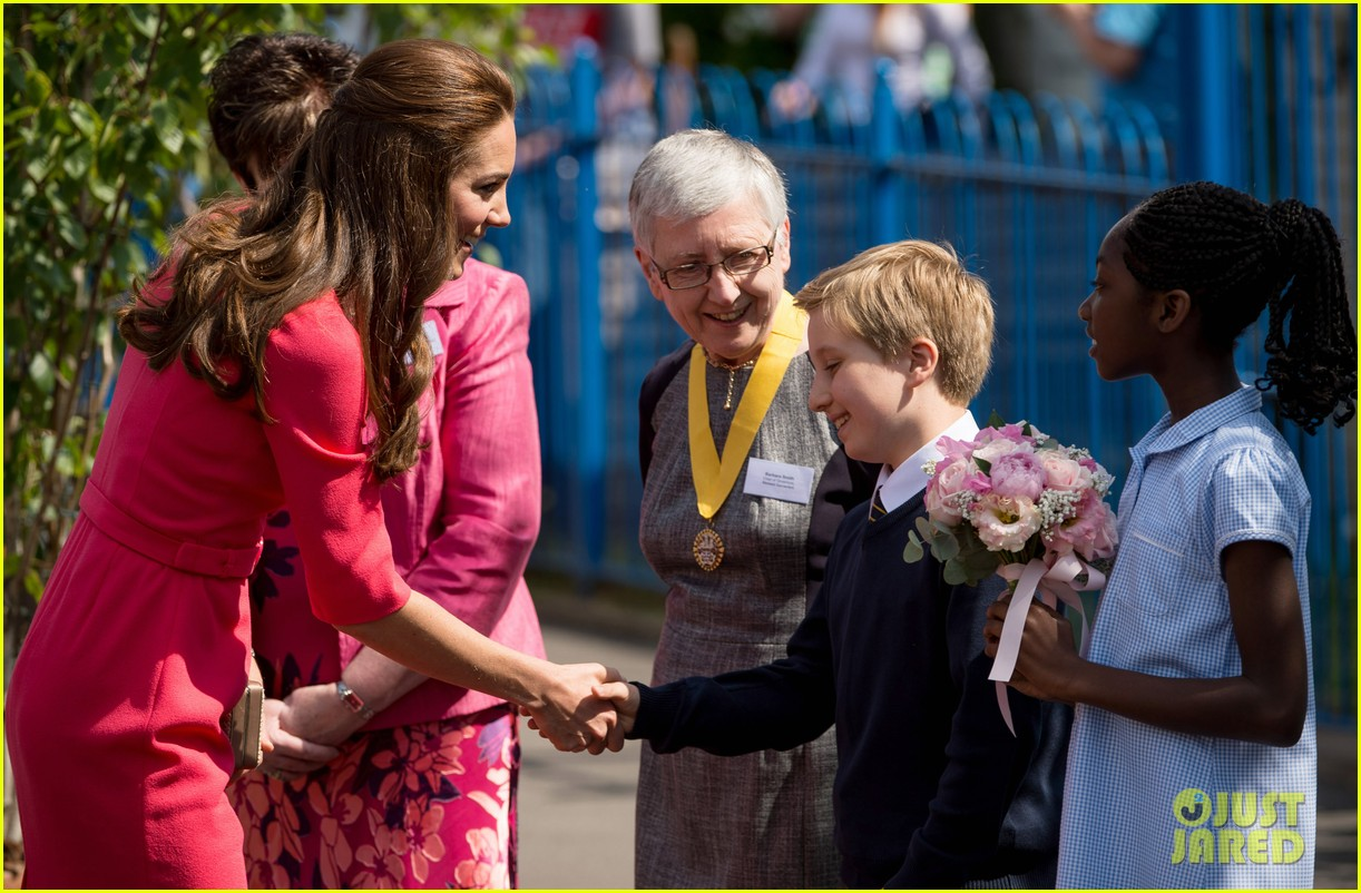kate middleton is bright in pink for blessed sacrament school visit 083147511