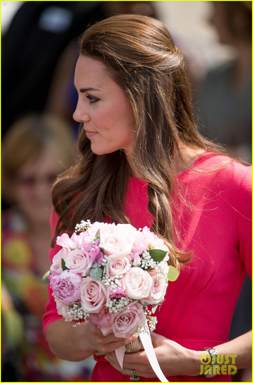 kate middleton is bright in pink for blessed sacrament school visit 093147512