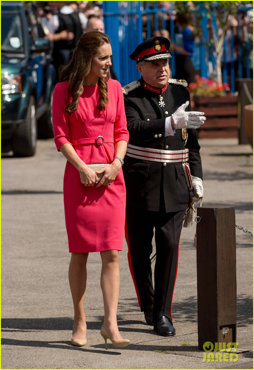 kate middleton is bright in pink for blessed sacrament school visit 103147513