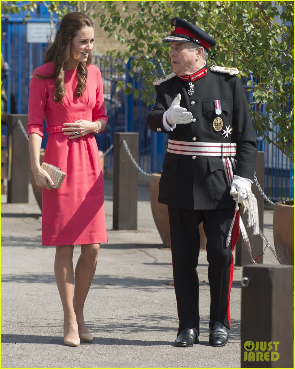 kate middleton is bright in pink for blessed sacrament school visit 123147515